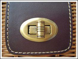 鞄のボタンの写真